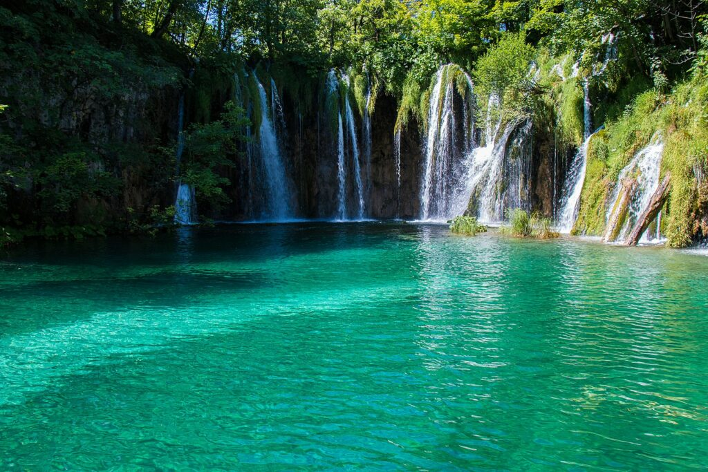 seo analogy of rivers and waterfalls into a lake